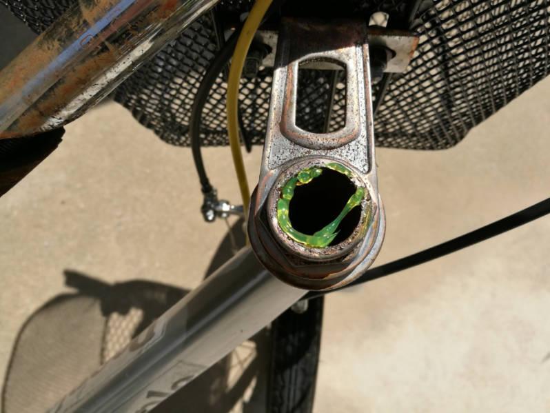 幼児用・子供自転車のハンドルをフラットバーに変更 グリスを塗る