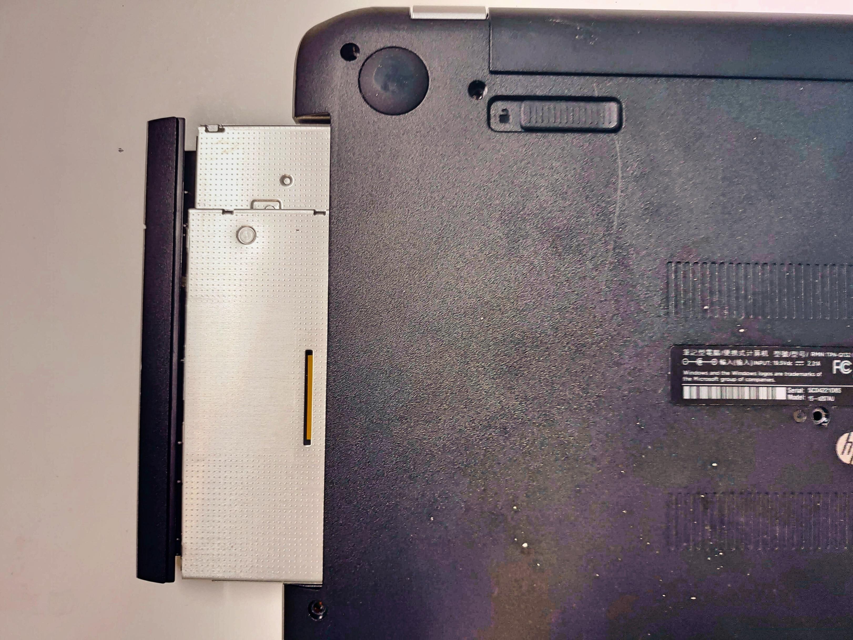 ノートパソコン「日本HP Pavilion 15-n207AU」HDD取り出し・交換・バックアップ -4-