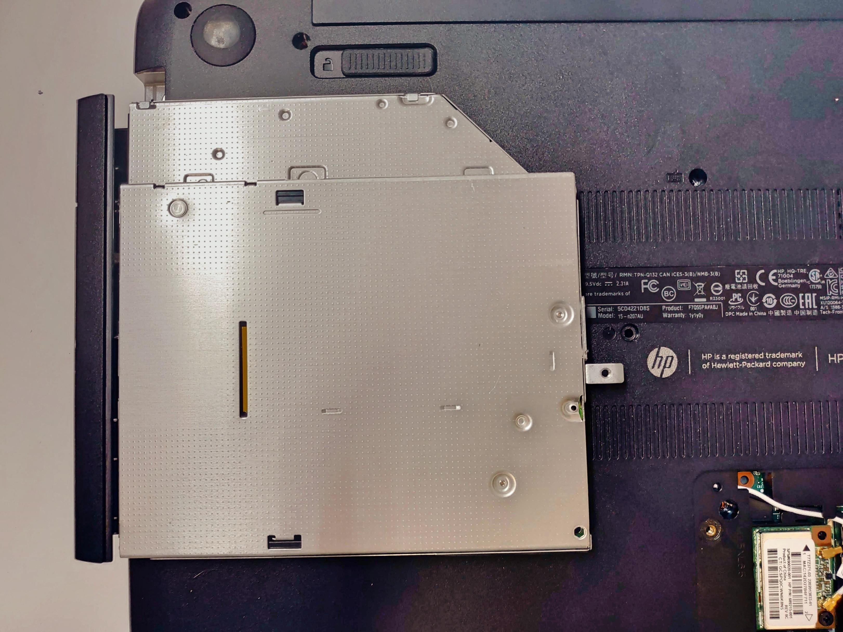 ノートパソコン「日本HP Pavilion 15-n207AU」HDD取り出し・交換・バックアップ -5-