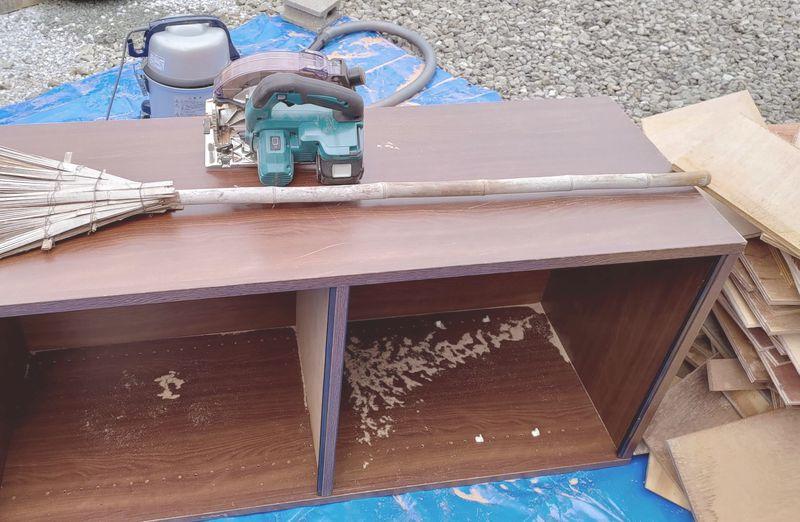 電動丸ノコで家具(タンス・食器棚)を解体 -13-