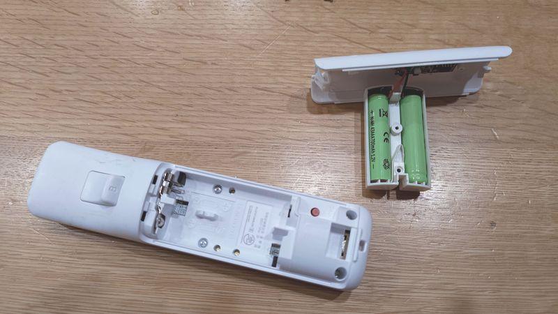 Wii U用リモコンの非接触充電 電池交換 03