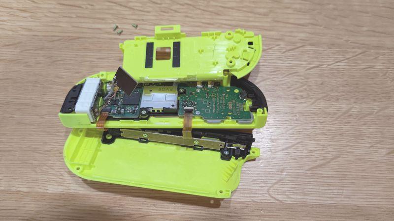 任天堂Switchコントローラーのドリフトを修理2